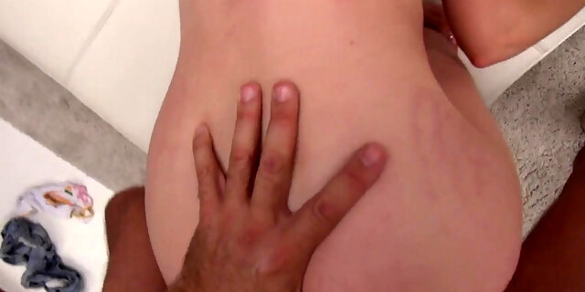 young woman test huge cock at the casting for the first tim